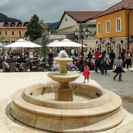 Andricgrad glavni trg Grand Tara